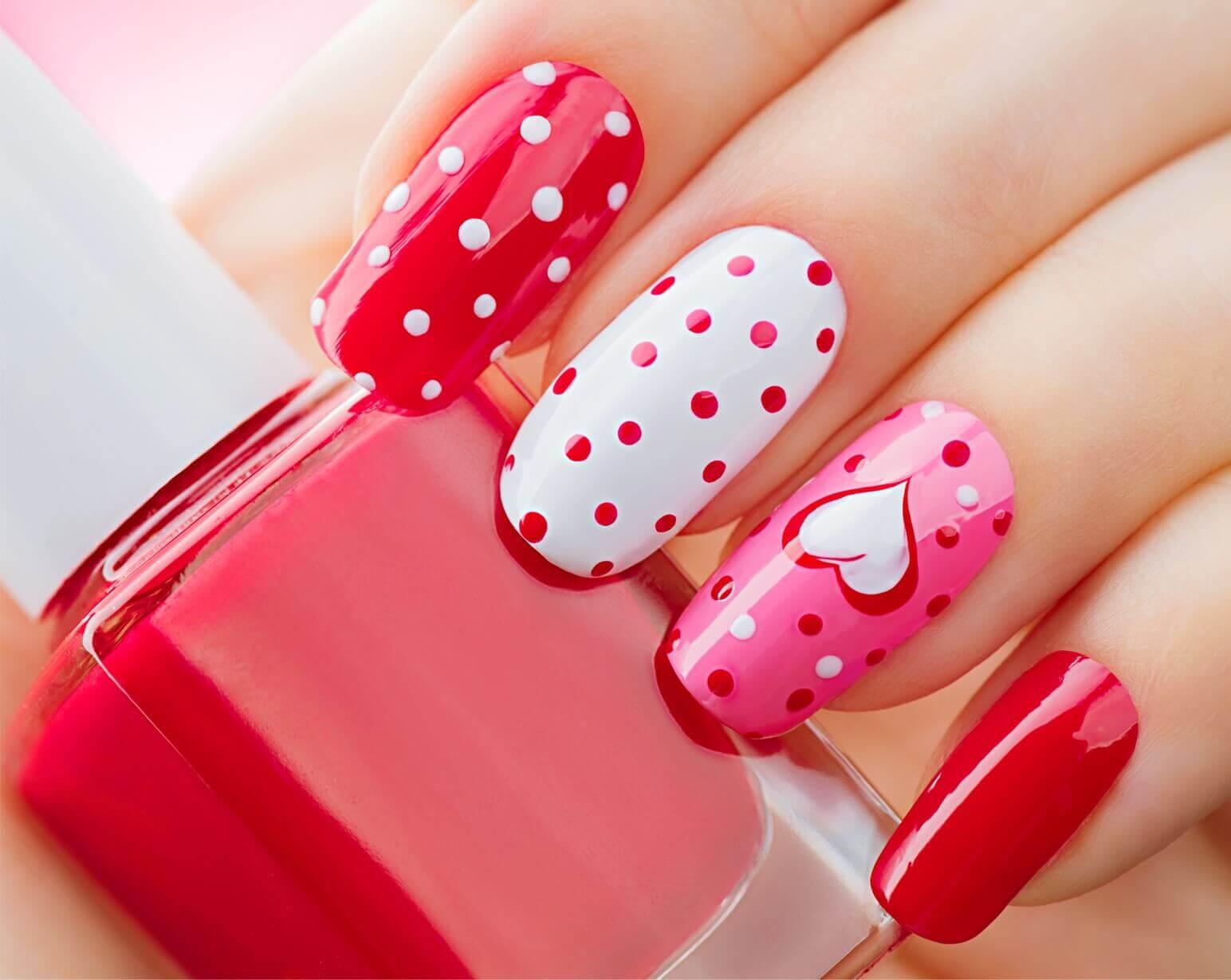manicure różowy